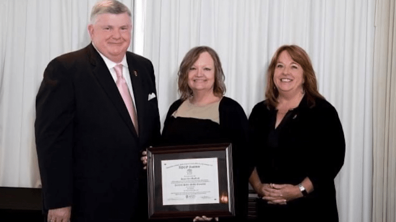 Deann Macleod of Kingman 911 Communications Center Becomes a Certified Public-Safety Executive